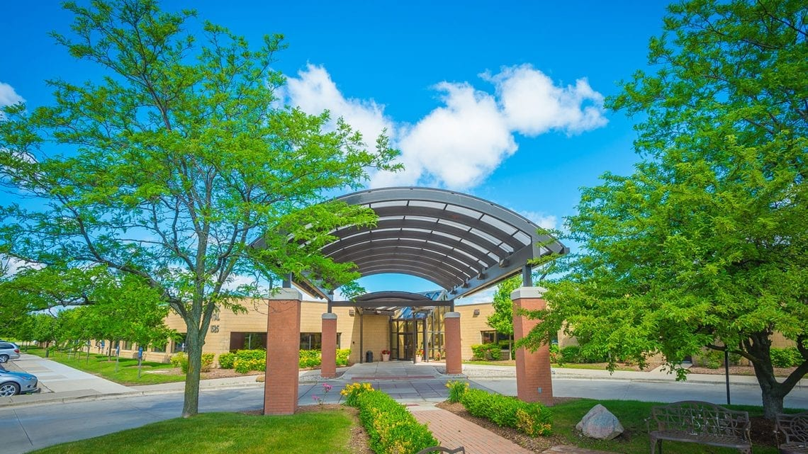 The Covered Entryway to Havenwyck Hospital | HavenwyckHospital.com