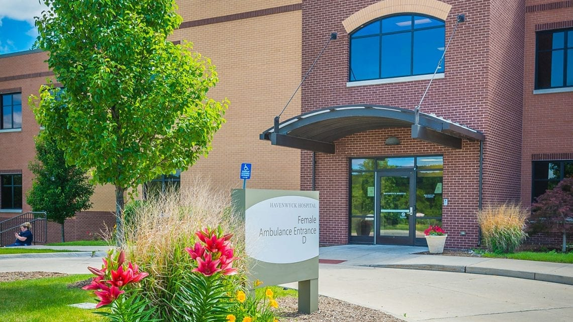 Front Entryway to Havenwyck Hospital | HavenwyckHospital.com
